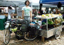 Rane et son étal au marché, © Rane Roatta, Miami Fruit